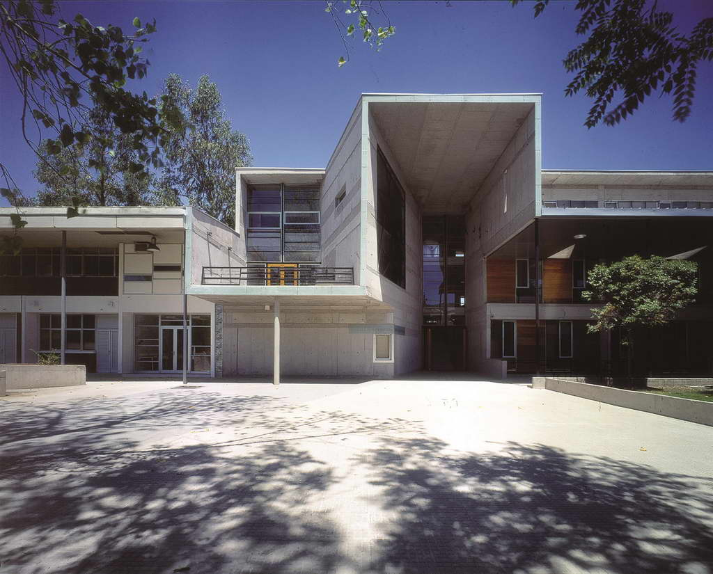 D_Alejandro-Aravena-Mathematics-School-Universidad-Católica-de-Chile_Santiago_Chile_photo-by-Tadeuz-Jalocha_Archi-living_resize.jpg