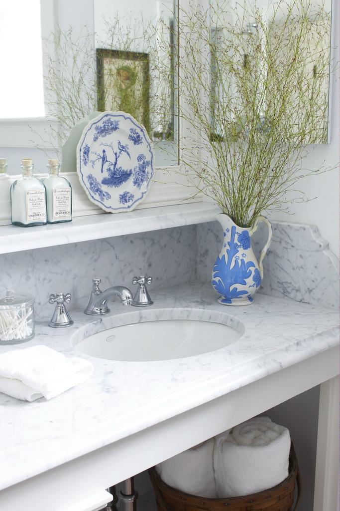 D_Gil-Walsh-Interiors_Massachusetts_design_bathroom_art_style_furniture_Archi-living_resize.jpg
