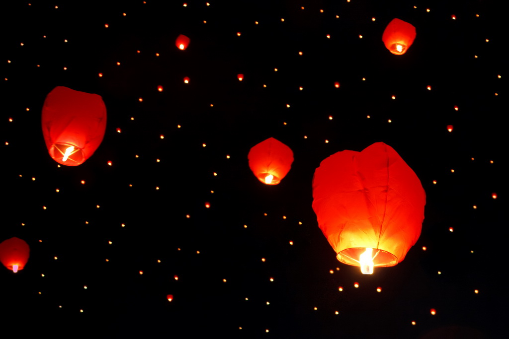 floating lanterns,Chinese New Year,Chinese New Year traditions,Chinese New Year decorations,Feng Shui,Feng Shui decorations,red,red color,