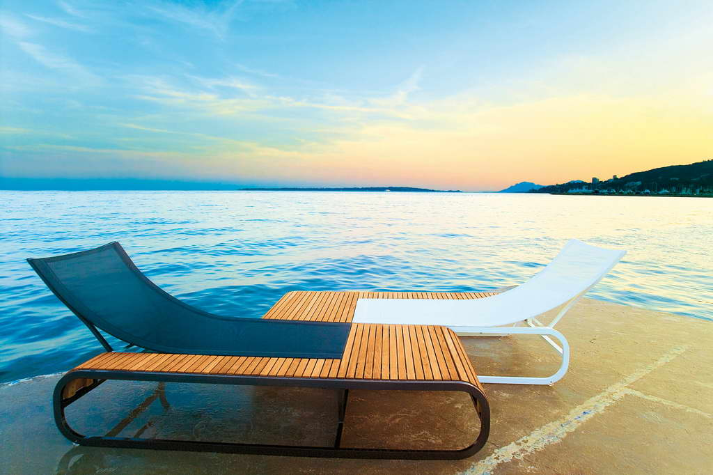 sunrise,sunset,sun loungers,parasol,parasol design,poolside,pool lounge,swimming pool,beach,garden chairs,deck chairs,garden accessories,garden seat,outdoor,outdoor furniture,garden design,design,garden furniture,terrace,balcony,hospitality design,hospitality,hotel design,hotels,product collection,designer,designers,terrace design,balcony design,ego paris,