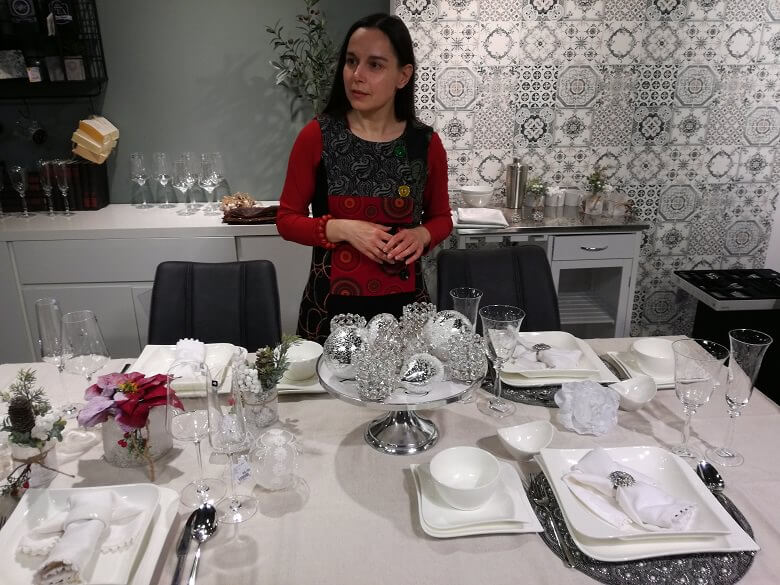 danica maricic interior designer,Christmas table decorations workshop,silver white Christmas table setting,winter wonderland themed party decoration ideas,design ideas for Christmas table,