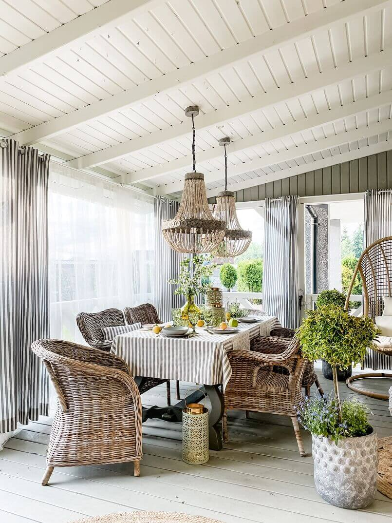 dining room decorating trends,interior design trends 2022,natural design dining room,rattan chairs for dining table,decorating trends for family rooms,