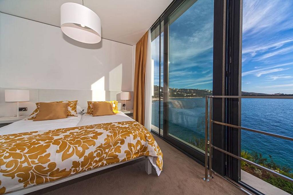 E_07goldenrays_luxury_villas_Primosten_Croatia_travel_bedroom_design_Archi-living_resize.jpg