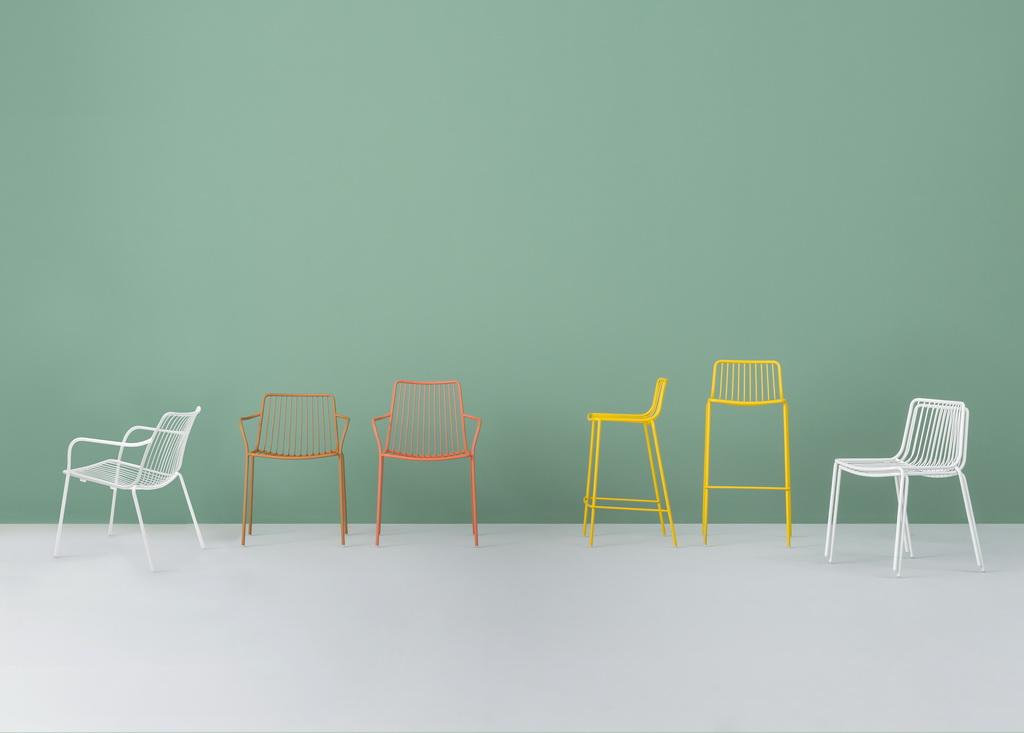 E_Nolita-lounge_famiglia_-Design-Mandelli-Pagliarulo_Pedrali_Archi-living_resize.jpg