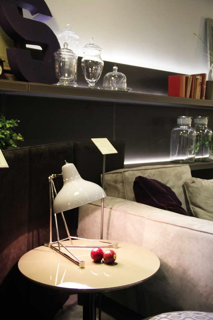 E_living_room_design_light_imm-cologne-frigerio-partner-diana-desk-lamp_Archi-living_resize.jpg