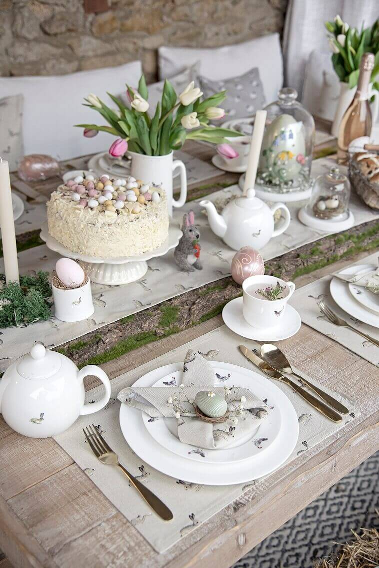 Easter breakfast table decorations,napkin folding Easter bunny,sweet table decoration ideas,hare table runner,rustic table decor ideas for Easter,