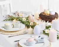 Easter table decorations ideas,Easter dinner table setting ideas,Easter candle decorating ideas,Easter bunny table decorations,napkin folding Easter bunny with egg,
