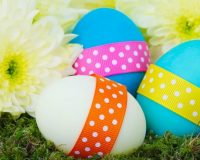 Easter eggs in grass images,blue and white Easter eggs,Easter eggs decorated with ribbon,Easter eggs and flowers images,Easter decorations ideas table centerpieces,
