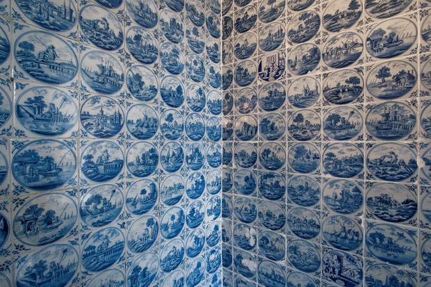 Eutin-Castle_wall-tiling_Schleswig-Holstein_Owner_DZTStiftung-Schloss-Eutin_Photographer_Pasdzior-Michael_GNTB_resize556f631ec9800.jpg