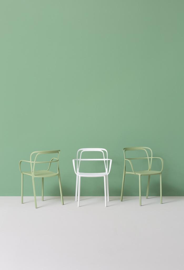 F_Pedrali_outdoor_furniture_intrigo-chairs_design_colorful_Archi-living_resize.jpg