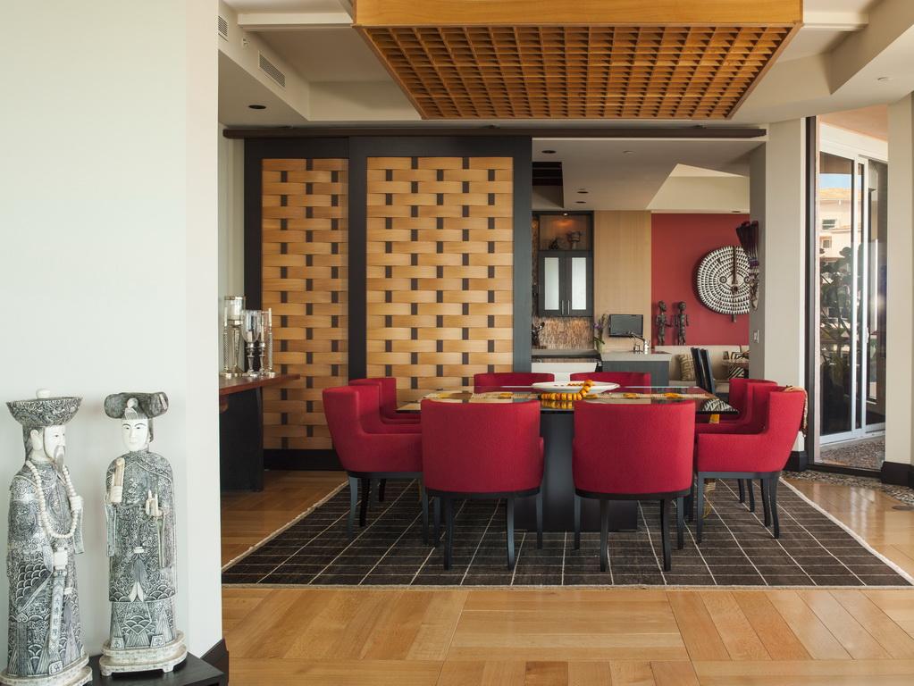 F_Taylors_design_penthouse_dining_room_Japanese_art_Florida_Archi-living_resize.jpg