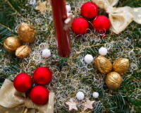 star decor on holiday table,holiday candle centerpieces,golden holiday decoration ideas,gold white red holiday decor,walnut decoration ideas,