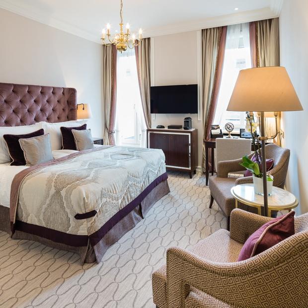 Fairmont-Hotel-Vier-Jahreszeiten-1-HR_resize.jpg