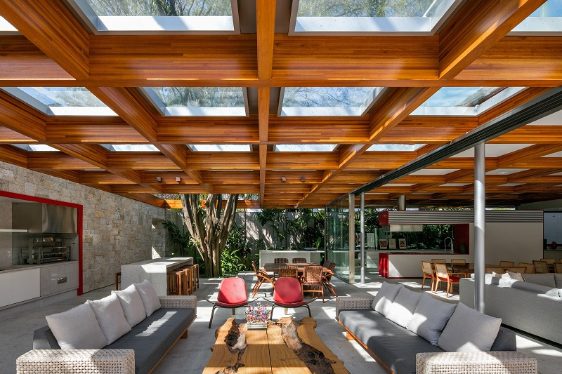 residential design,architecture projects,architecture in brazil,São Paulo,Brazil,Perkins + Will,architects,luxury homes,luxury interior,luxury furniture,living room decorating ideas,living room,luxury living room,dining room design,dining room furniture,outdoor dining room,