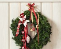 wreath decorations,wreath decorations for Christmas,Christmas wreath decorations,Christmas wreath,Christmas wreath ideas,Christmas living room ideas,Christmas bedroom decor,Christmas tree decorations ideas,Christmas tree ideas,white and red Christmas tree decorating ideas,red white gold Christmas tree,Christmas tree decorations,red and white themed Christmas tree,holiday decorating ideas,holiday decor inspiration,festive holiday decor,holiday decorations,decoration ideas,home decor ideas,interior decorating,Ferrero,chocolate décor,chocolate décor ideas,coconut décor,coconut décor ideas,