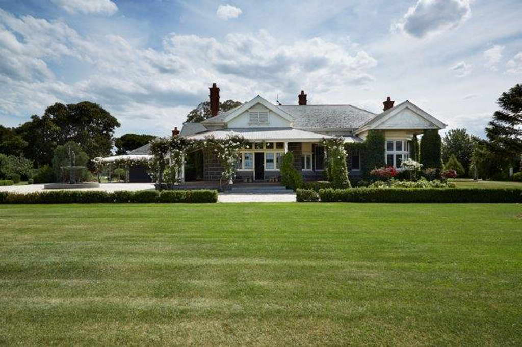 Geelong country house vic australia by greg natale for Homestead style home designs