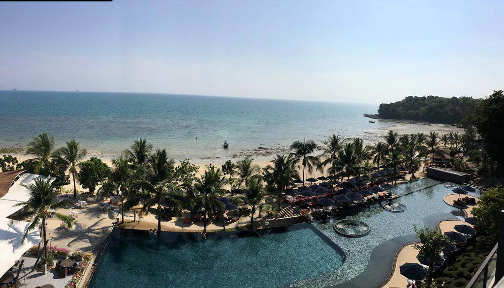 hotels in asia,luxury hotels in asia,hotels in thailand,luxury hotels in thailand,terrace design,balcony design,sun loungers,parasol,parasol design,poolside,pool lounge,swimming pool