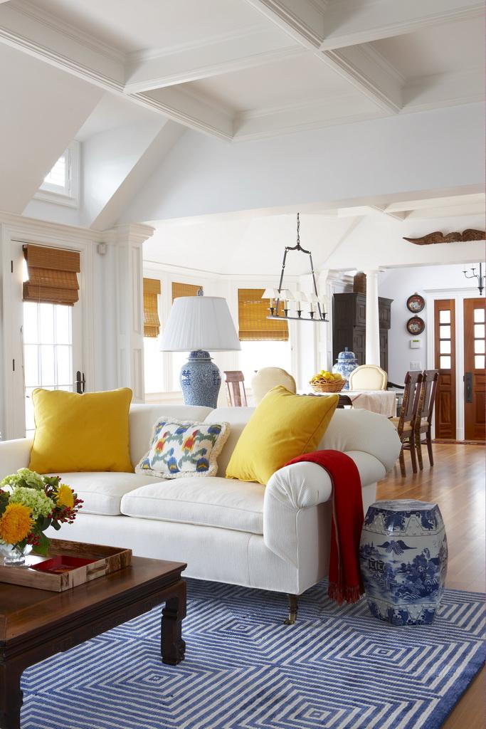 G_Gil-Walsh-Interiors_Massachusetts_design_living_room_art_style_furniture_Archi-living_resize.jpg