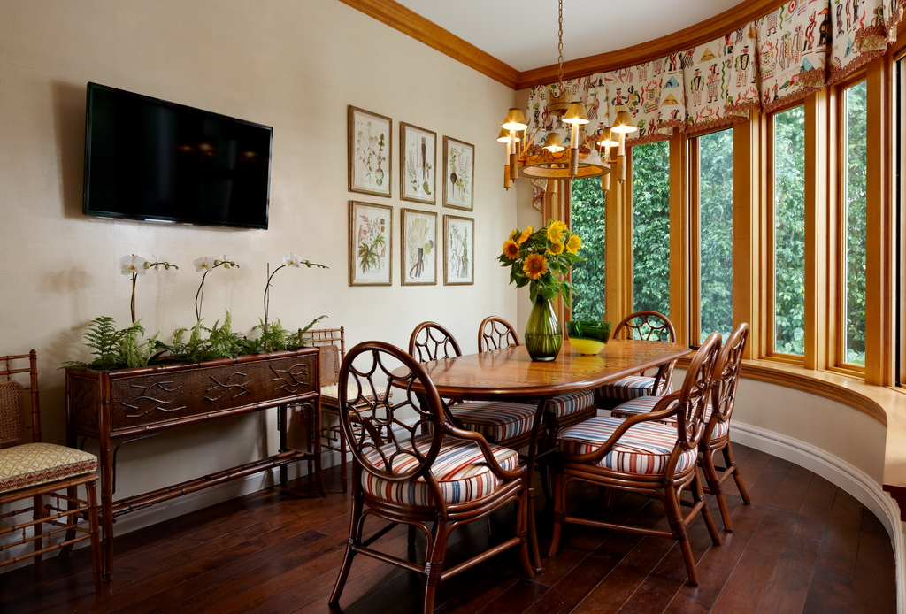 classic wooden furniture design,traditional dining room table and chairs,regency style interiors,high end dining room sets,gil walsh interiors,