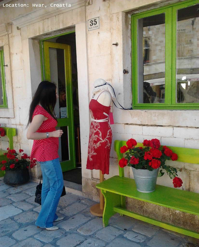 danica maricic,hvar town,hvar island,red dress,red color,green color,complementary colors,window display,window display design,art,artwork,art ideas,croatia,visit croatia,dalmatia,dalmatian islands,hvar sightseeing,travel blog,interior design,interior decorating,interior design ideas,flowers,blooming flowers,flowers in design,