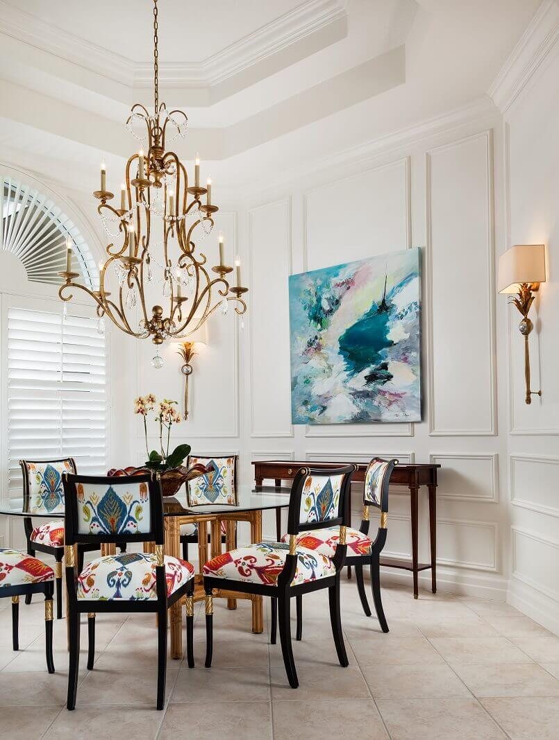 modern artwork in dining room,dining room art ideas,artistic dining room lighting,luxury dining room chandeliers,colorful upholstered dining chairs,