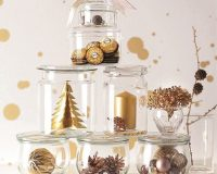 Christmas tree made of glass jars,creative holiday centrepieces,gold and glass holidays decorations,Christmas tree ideas for centrepieces,gold Christmas tree ideas,