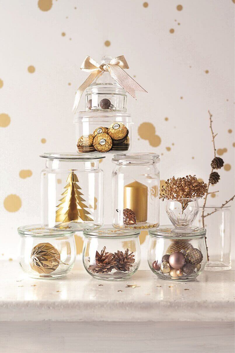 Christmas tree ideas for centrepieces,gold Christmas tree ideas,Christmas tree made of glass jars,creative holiday centrepieces,gold and glass holidays decorations,