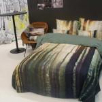 Bett als eine Dekoration des Schlafzimmers
