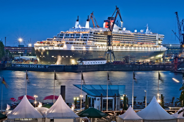 Hamburg_The-harbour-and-the-Queen-Mary-2_Owner_Deutsche-Zentrale-für-Tourismus-e.V._Photographer_photodesign-Boelter-Ingo_GNTB_resize556f631ef2c6f.jpg