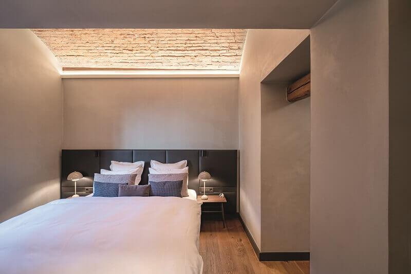 bedroom lighting ideas modern,decorative ceiling lighting bricks,zumtobel lighting,how to light a master bedroom,hotel room lighting ideas,