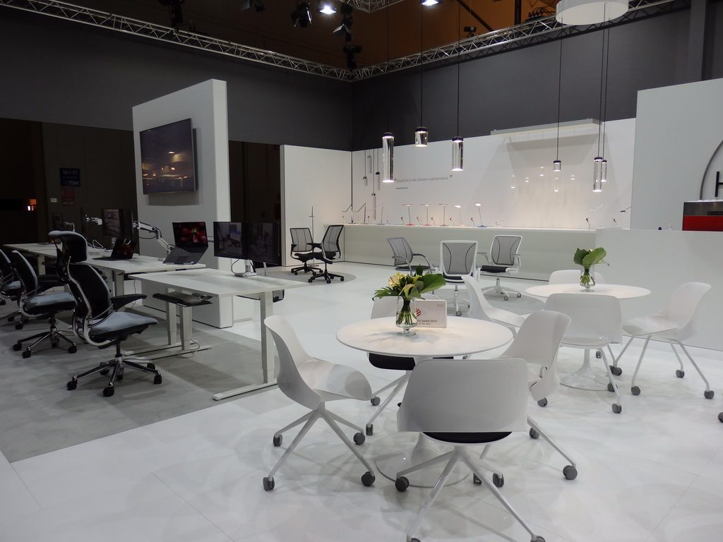 World trends in lighting and office design salone del for Office design trends articles