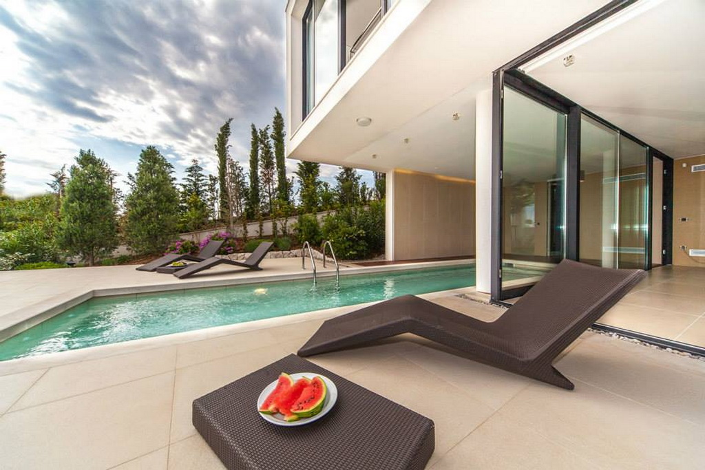 I_10goldenrays_luxury_villas_Primosten_Croatia_travel_swimming_pool_Archi-living_resize.jpg
