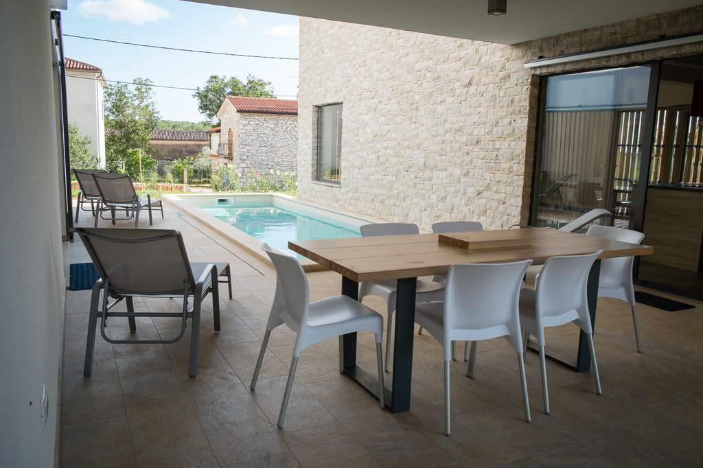 I_Villa-2-in-1_Fiorini_Istria_Croatia_architect-Petra-Orec_Archi-living_resize.jpg