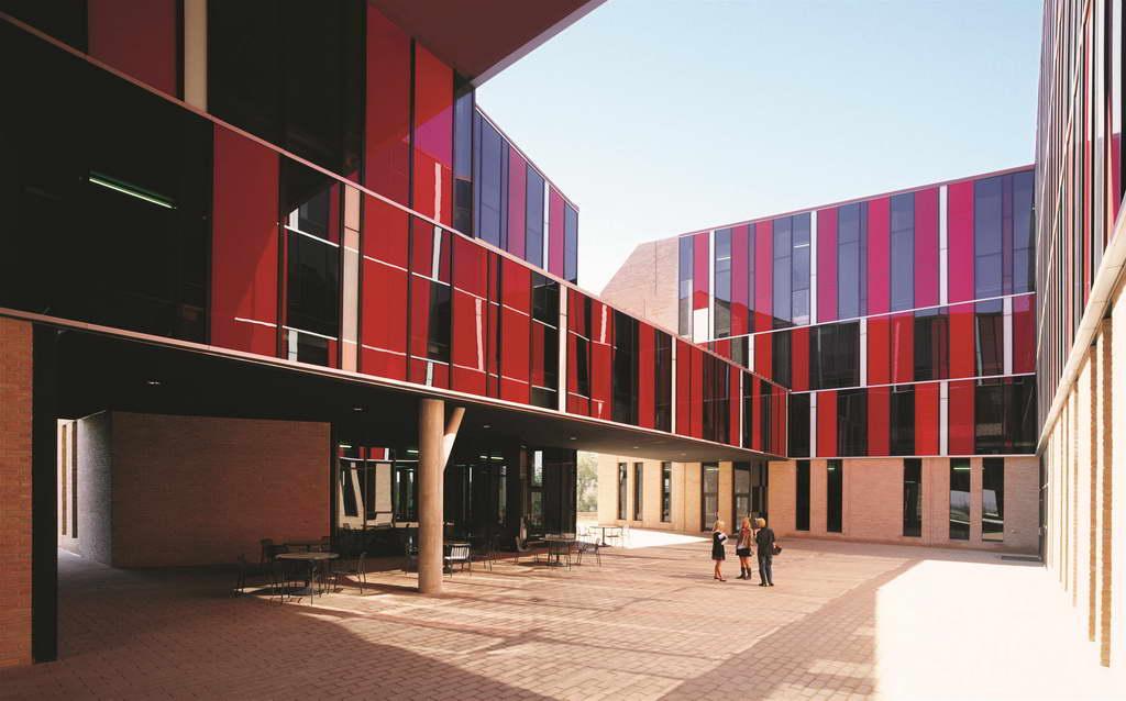 J_Alejandro-Aravena-St-Edwards-University-Dorms_Austin_Texas_USA_photo-Cristobal-Palma_Archi-living_resize.jpg