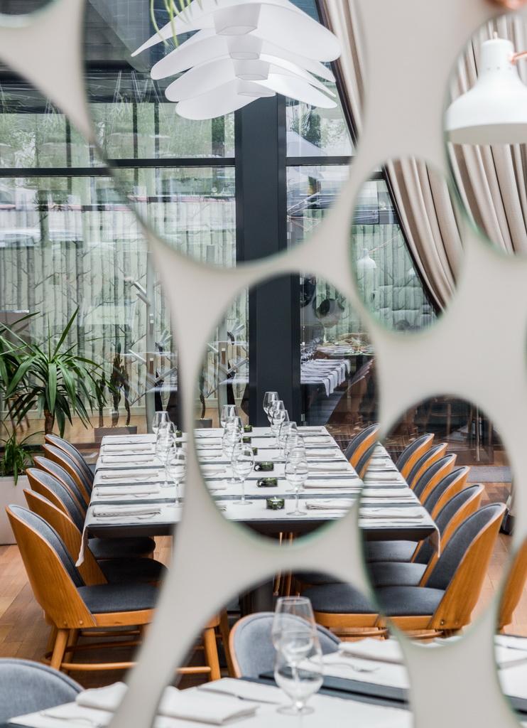 The Hanging Gardens Of Berthelot Restaurant In Bucharest Archi Living Com