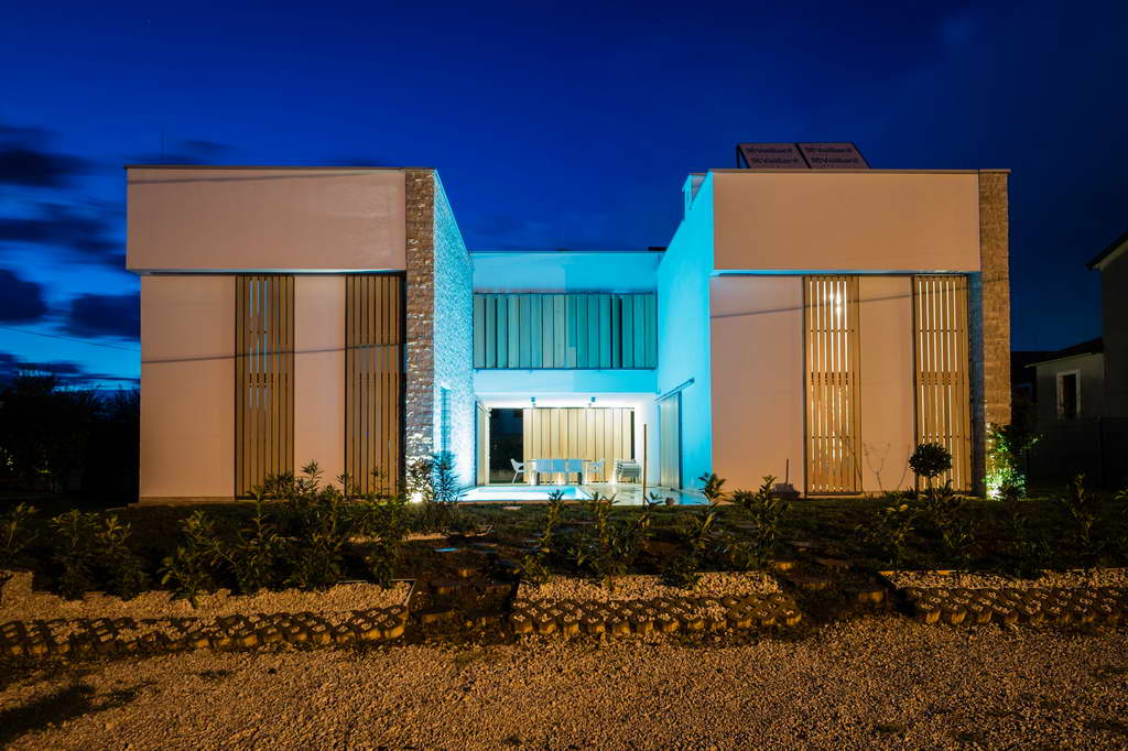 J_Villa-2-in-1_Fiorini_Istria_Croatia_architect-Petra-Orec_Archi-living_resize.jpg