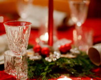 Christmas table ideas,star decor on holiday table,holiday candle centerpieces,festive holiday table settings,colorful holiday decor,