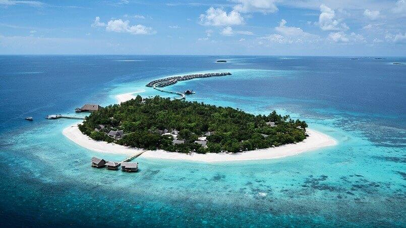muravandhoo island raa atoll maldives,most romantic honeymoon destinations,luxury resort on the beach,best luxury resorts maldives,romantic holidays for couples,