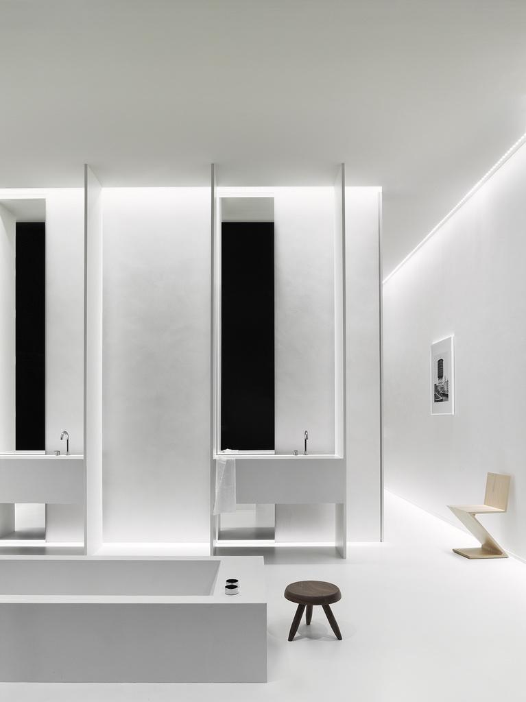 bathroom designs in white,neutral colors in interior design,minimalist bathroom furniture,exhibition design trade shows,kerakoll design house bagno,