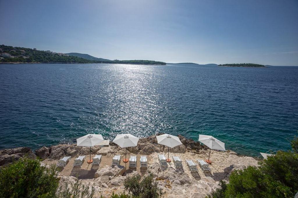 K_05goldenrays_luxury_villas_Primosten_Croatia_travel_beach_sunshine_summer_Archi-living_resize.jpg