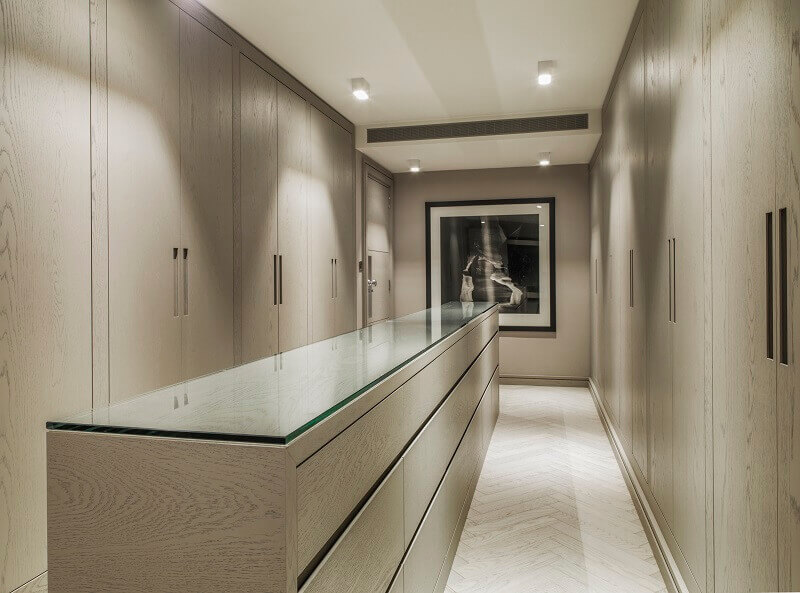 kelly hoppen dressing room,kelly hoppen interior design projects,dressing room designs in the home,luxury dressing room furniture,high end residential interior designers london,