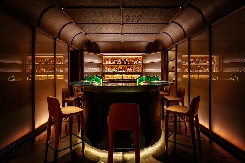 luxury bar design ideas,le bar churchill at la mamounia hotel,le bar churchill marrakech,best bars in morocco,famous hotels in morocco,