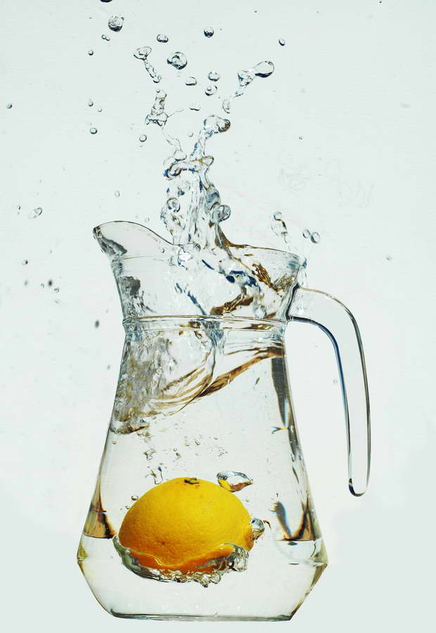 lemon in water in the morning,lemonade health benefits,pitcher of water with lemon,drinking lemon zest in water,drinking lemonade everyday,