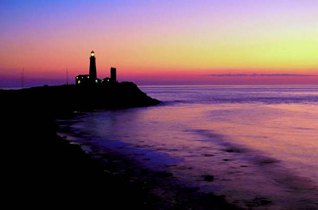 living in a lighthouse,colorful sunset images,lighthouse by the beach sunset,seaview homes,romantic date night ideas,