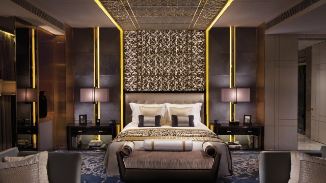 Luxurious-Springtime-Getaways-ritz-bedroom-e1459160614116.jpg