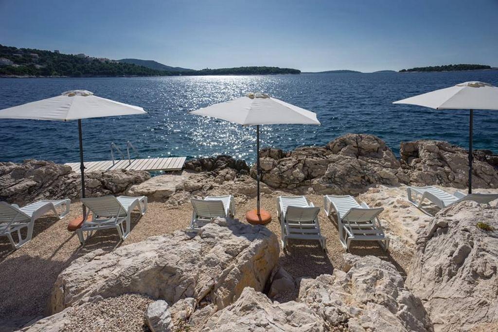 M_03goldenrays_luxury_villas_Primosten_Croatia_travel_beach_summer_Archi-living_resize.jpg