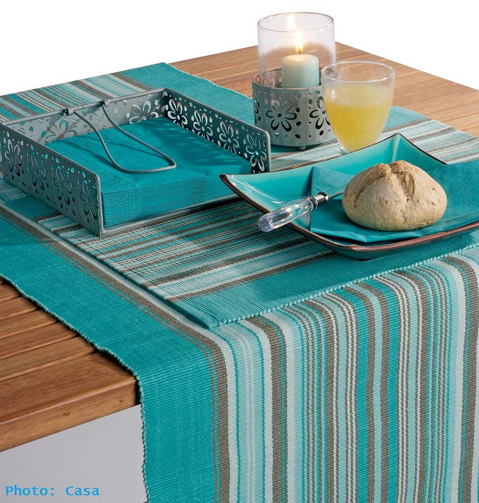 M_Casa_dining_room_table_decor_dishes_turquoise_white_Archi-living_resize.jpg