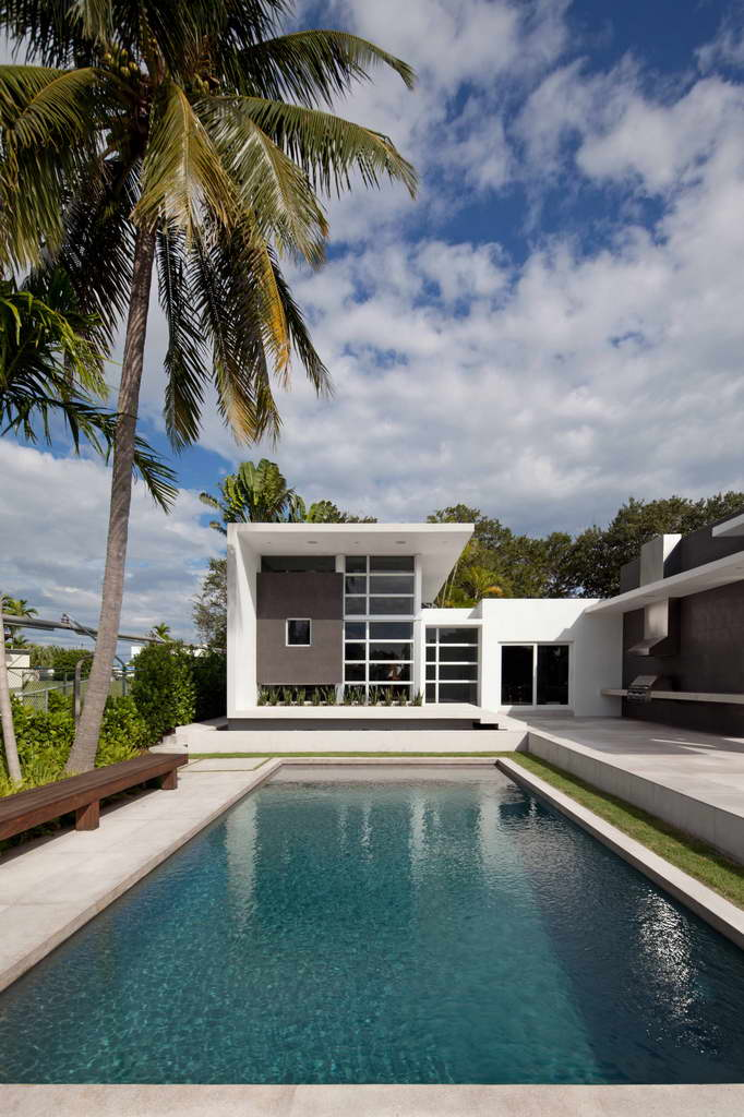 luxury home florida,modern white house facade,palm trees and swimming pools,dream home ideas,pool lounge ideas,