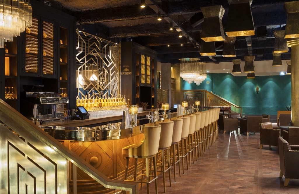 restaurants in paris france,luxury restaurant designs,designer interior bar,lighting in restaurant design,chandeliers,