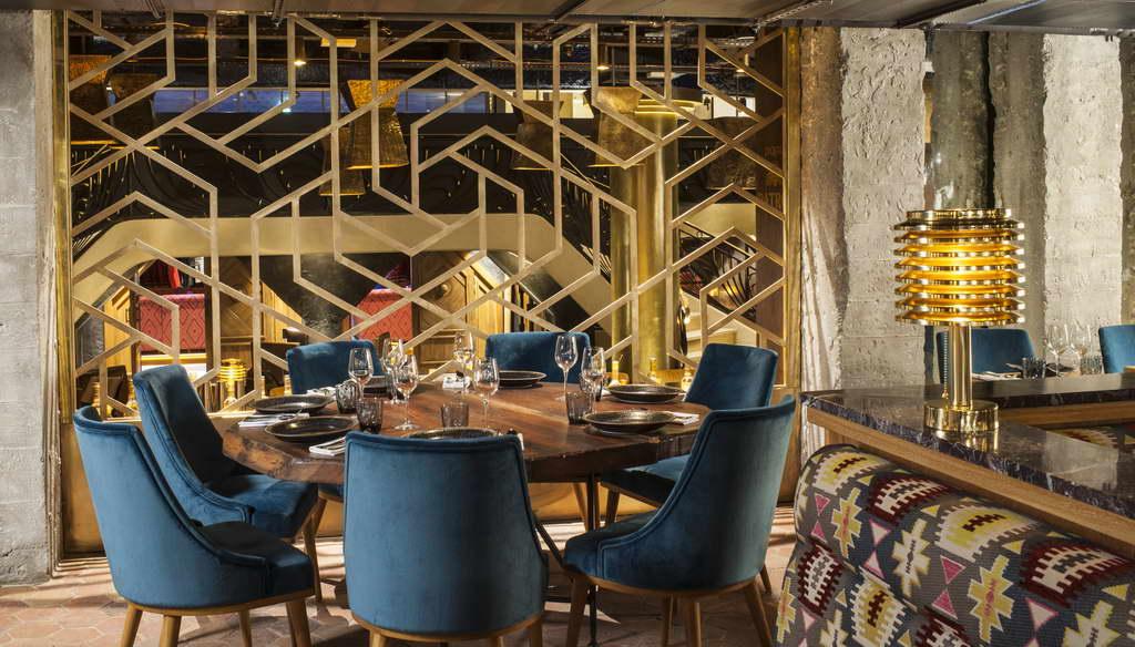 peruvian restaurant paris manko,golden restaurant decoration paris,blue dining room chairs,